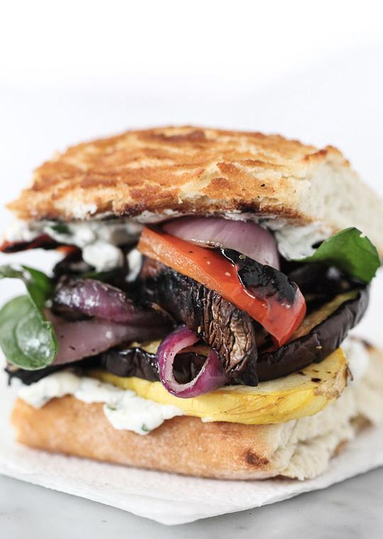 Бутерброд с овощами на гриле