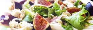 Салат с сыром моцарелла и оливковым маслом