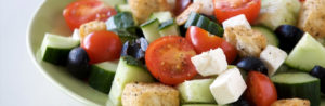 Салат из сыра фета и жаренного хлеба