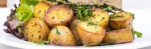 Вкусная закуска из запеченной картошки и кабачков с оливковым маслом