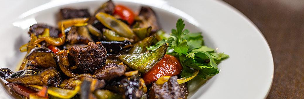 Теплый салат с баклажанами и мясом рецепт