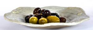Разница между оливками и маслинами. Зеленые и спелые оливки
