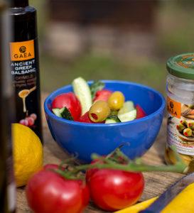Легкий летний салат с оливками