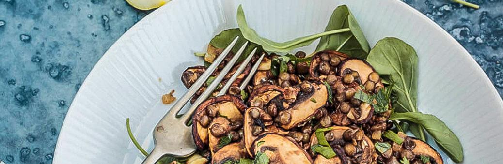 Салат с грибами, чечевицей и оливковым маслом
