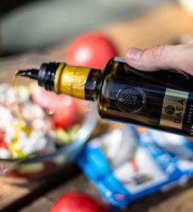 Салат с оливковым маслом и огурцами рецепт