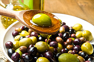 Чем отличаются маслины и оливки. Цвет имеет значение