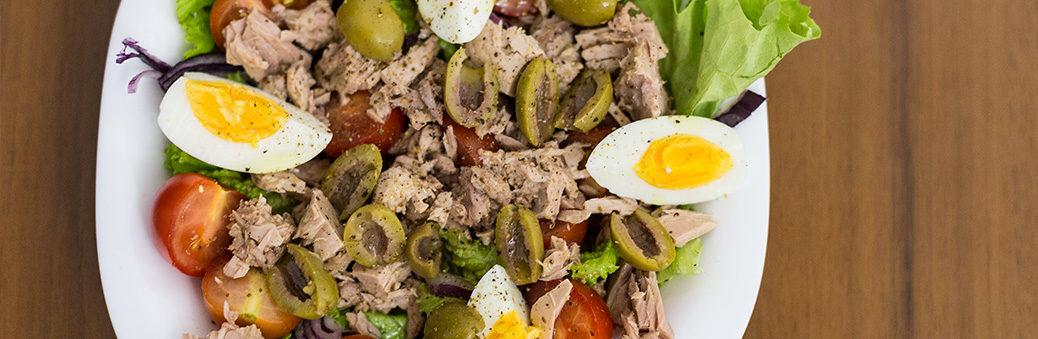 Салат с тунцом и оливками. Пошаговый рецепт!