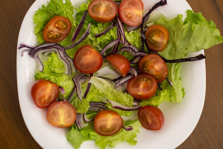 Помидоры черри для салата с тунцом